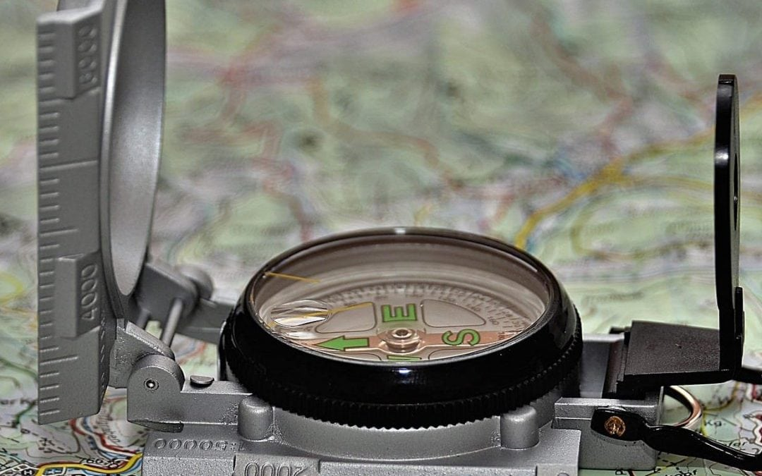 Kompass auf Landkarte